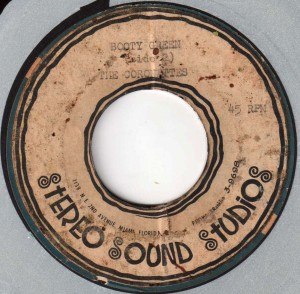 The label to this rare Coronettes acetate survived, but unfortunately the record does not play.